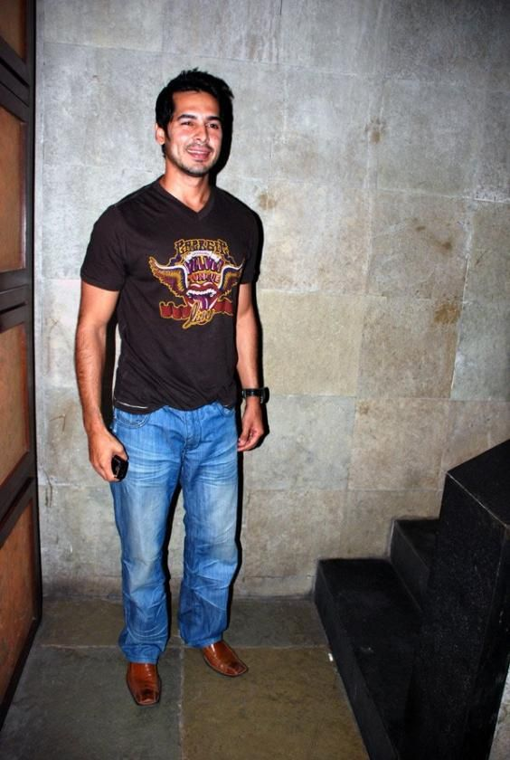 Dino Morea Height, Weight, Biceps Size Body Measurements