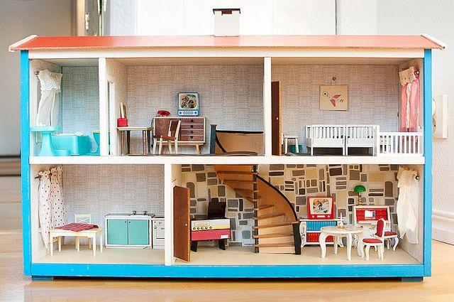 1960s dollhouse heaven, lundby house?