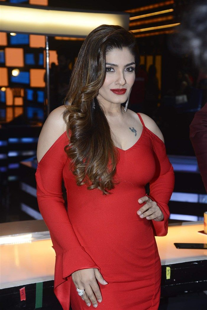 Hot Raveena Tandon In Red  M Hot  Raveena Tandon Hot -3613