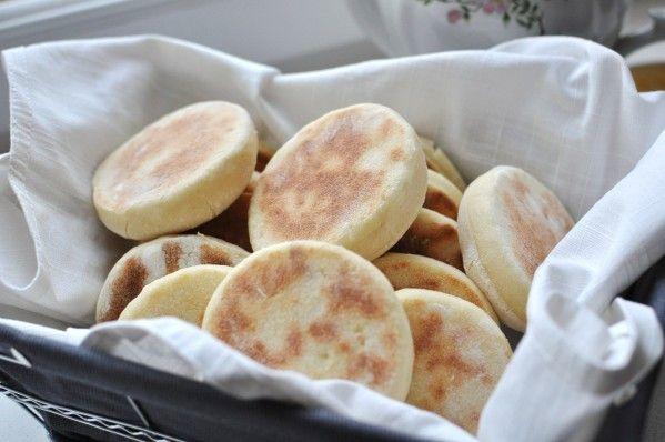 Les english muffins, je n'en ai jamais dégusté que dans les hôtels qui servent ce type de petits déjeuner, j'ai toujours trouvé ça bon mais alors là, là mes amis ça dépasse l'imagination ! C'est absolument délicieux, moelleux, divin, doux, tiède bref...