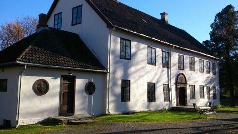 Hovedbygningen på Gjøvik Gård