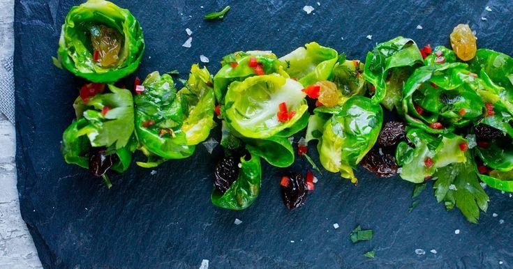 Stekt rosenkål med rosiner, chili og persille | Oppskrift | Meny.no