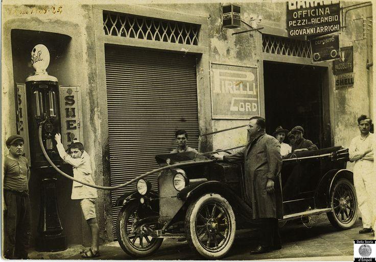 Risultati immagini per distributori di benzina vecchi