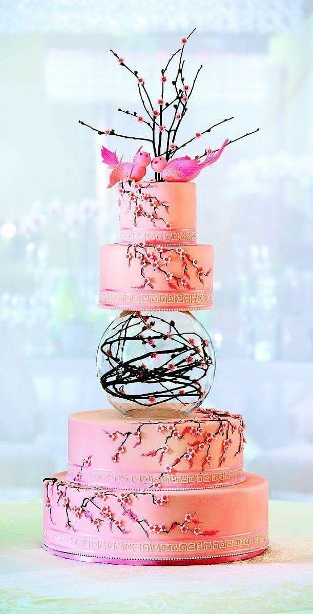 I love this cake, it's very Japanese with the cherry blossoms.