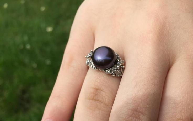 $400 | Black pearl with diamonds ring