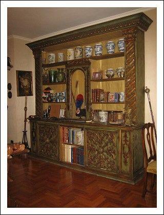 Antica libreria laccata e dorata. Venezia XVIII secolo