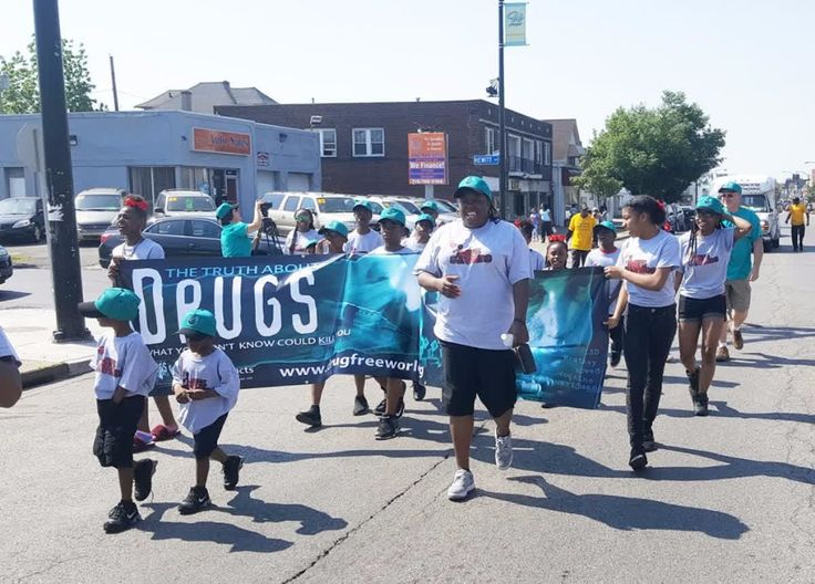 Buffalo Mayor Commends Truth About Drugs Volunteers    Read the full story on the @ScientologyNewsroom site http://qoo.ly/jkxye    The Foundation for a Drug-Free World and the Lifesavers youth group marched in Buffalo's University District Parade to raise awareness on drugs.    The Buffalo chapter of the Foundation for a Drug-Free World joined forces with the Stop the Violence Coalition youth group—the Lifesavers—marching in the University Festival and Parade to bring the truth about drugs…