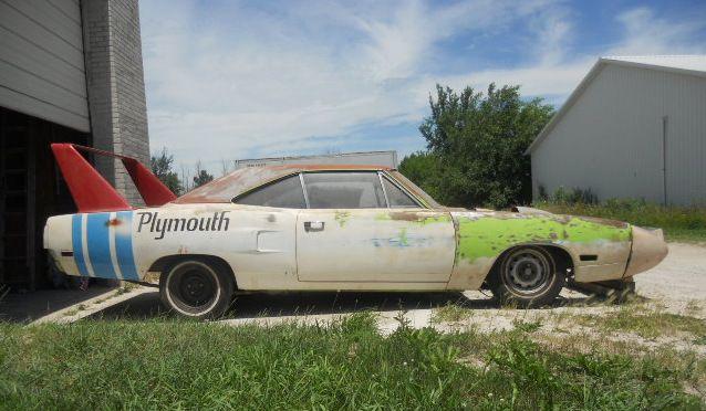 1970-Hemi-Superbird-barn-find