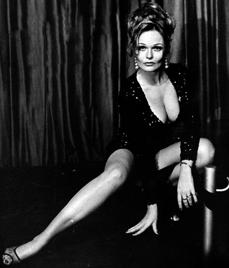 MATURE 1972 Valerie Perrine Playboy Pictorial Nude Celebrity