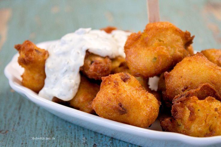 Rezept für knusprige Kartoffelkrapfen mit Speck und Frühlingszwiebeln. Dazu passt perfekt eine Sauce Tartare.