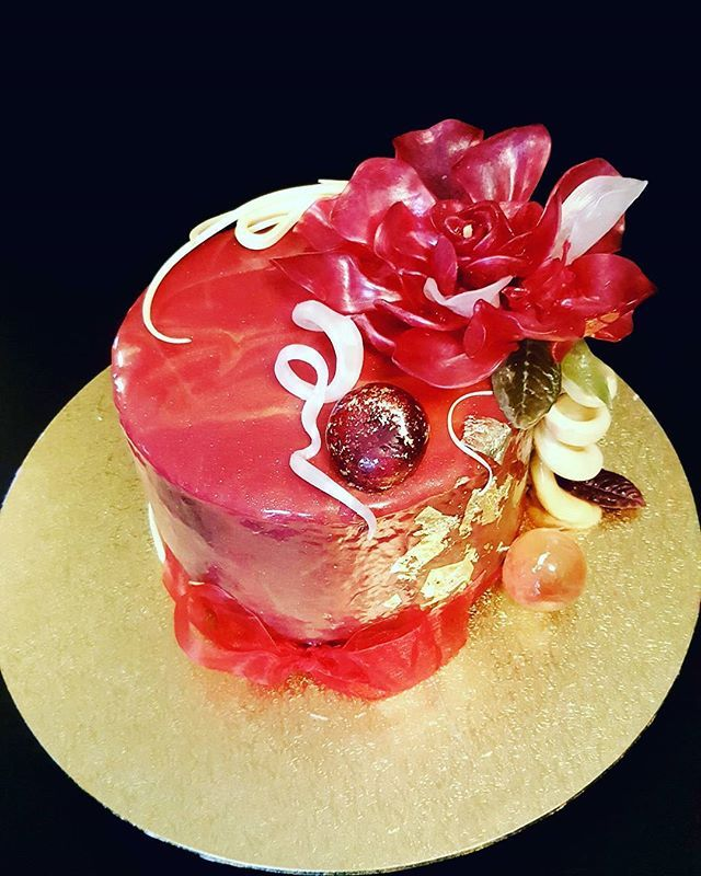 #resiscakeart #sugarart #sugarpulling #triplechocolate #mirrorglaze #goldfoil #oriental #sugarflowers #busselton #dunsborough #margaretriver #southwestfood #weddingcake #birthdaycake