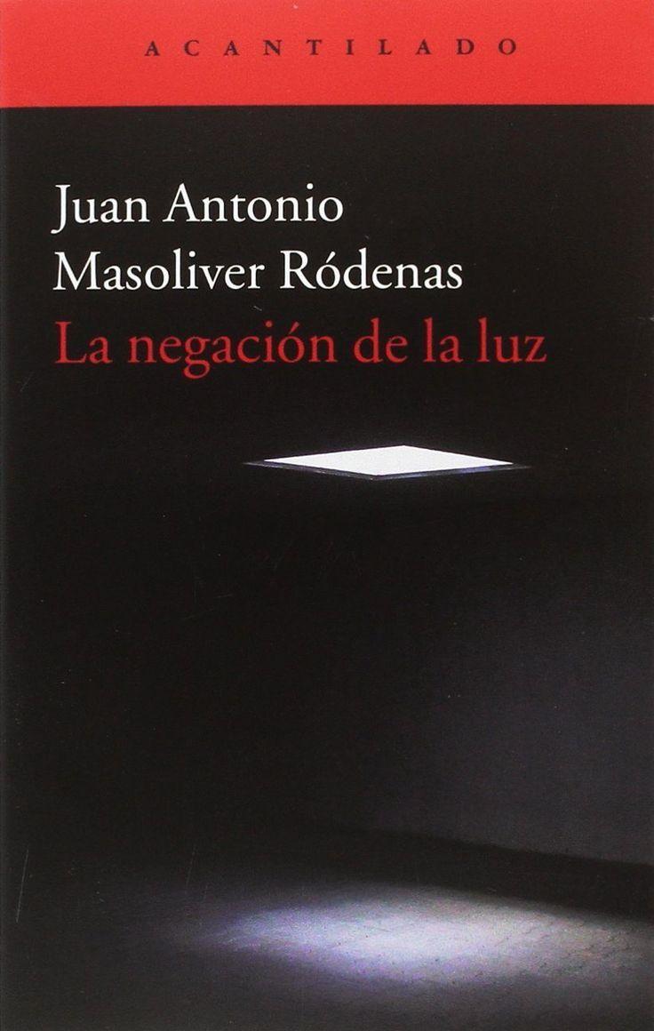 La negación de la luz / Juan Antonio Masoliver Ródenas https://cataleg.ub.edu/record=b2226795~S1*cat En este nuevo libro, Juan Antonio Masoliver Ródenas reúne dos poemarios, La negación de la luz y El cementerio de los dioses.