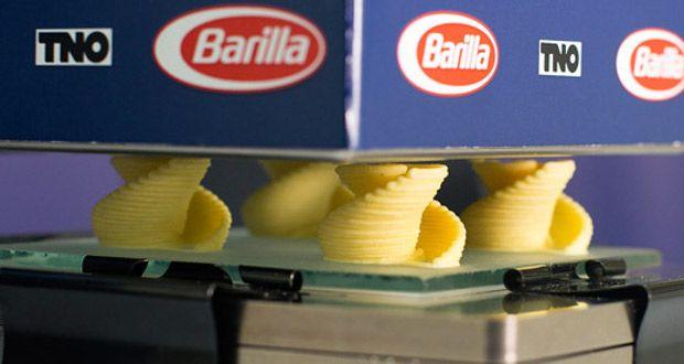 À l'occasion du salon de l'alimentation CIBUS qui se tient jusqu'au 12 mai dans la ville de Parme, la marque italienne Barilla présente unepremièreimprimante 3D capable de fabriquer des pâtes fraîches à la demande. Barilla sur le créneau des pâtes personnalisées Le projet de Barilla a été conduit en collaboration avecl'institut de recherche TNO, basé ...
