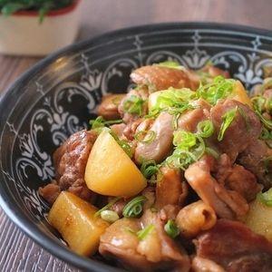 簡単美味しい!鶏肉とほくほくじゃがいものガーリック甘辛+by+たっきーママ(奥田和美)さん+ +レシピブログ+-+料理ブログのレシピ満載! + + 今年に入って初めてのレシピは やっぱり鶏肉となりました~ これはもう、子供達にやたら人気で。 ちょっと今から出掛けるので これを作っておいたら+夜にはもっと染み込んでいるだろうと思って 朝作っ...