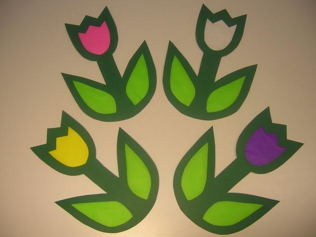 tulipes per fer-les amb papers de seda i pensar-ho als vidres