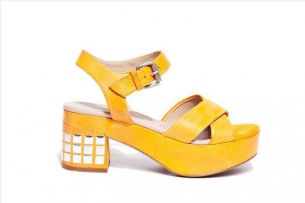 Sandali gialli Janet Janet  #sandali #sandals #heels #tacchi #womanshoes #fashion #mood #trend #shoes2014 #scarpedonna #shoes #scarpe #calzature #moda #woman #fashion #springsummer #primaveraestate #moda2014 #springsummer2014 #primaveraestate2014 #yellow #janetjanet