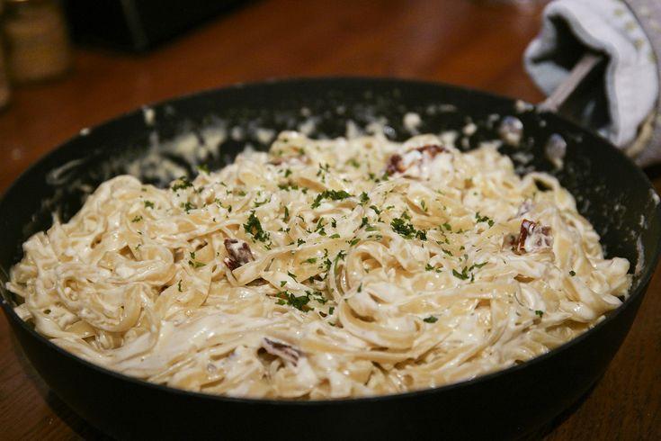 Vegetarisk pastarätt som tar 15 minuter: Tagiatelle i krämig fetaostsås | Bambi | Bloglovin'