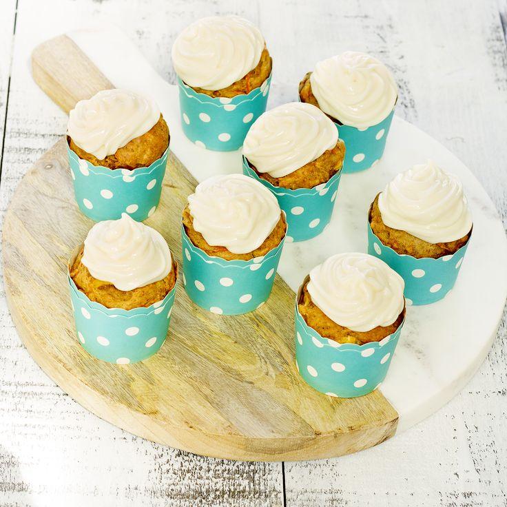 Ingrédients 500 ml (2 tasses) de carottes, râpées 250 ml (1 tasse) de compote de pomme non sucrée 190 ml (3/4 tasse) d'ananas en conserve, en dés 125 ml (1/2 tasse) de sirop d'érable 60 ml (1/4 tasse) d'huile d'olive 4 gros œufs 10 ml (2 c. à thé) d'extrait de vanille 250 ml (1 tasse) de farine de blé entier 375 ml (1 ½ tasse) de farine tout-usage non blanchie 60 ml (1/4 tasse) de graine de lin, moulues 10 ml (2 c. à thé) de poudre à pâte