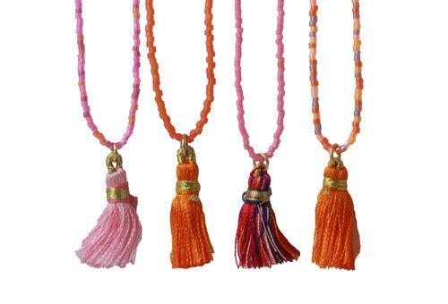 Her er vist eksempler på hvordan du kan lave din egen halskæde med delica perler og kvaster.  smyks.dk | smyks.com | smyks.de