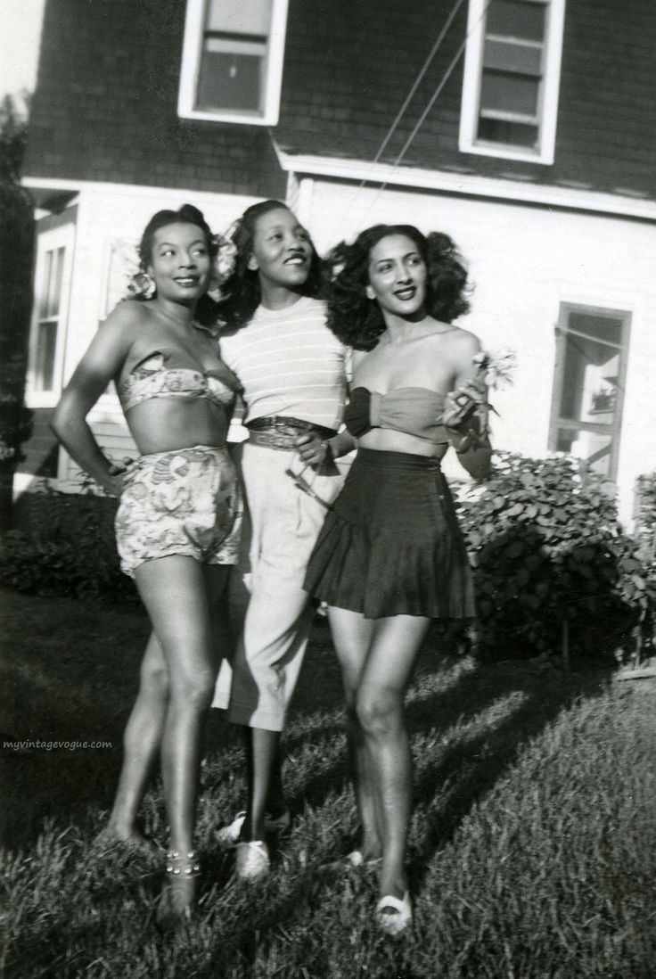 Gorgeous friends, circa 1940.