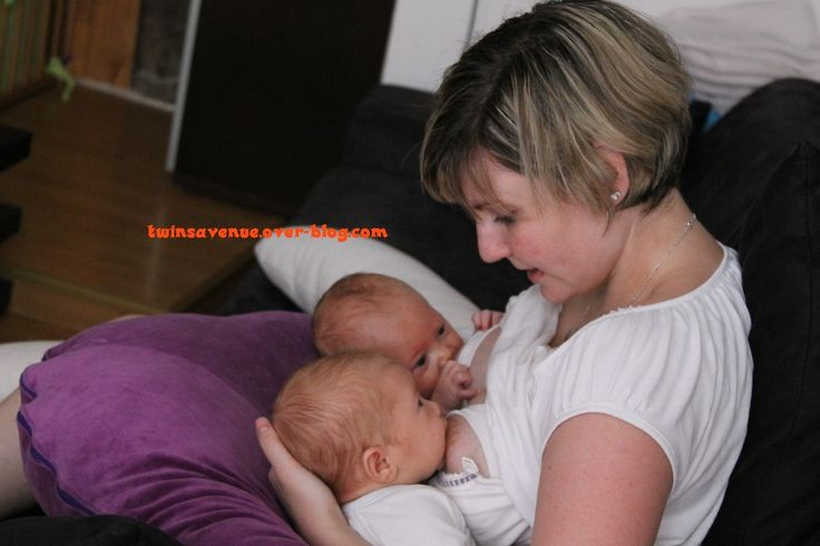 Les positions d'allaitement jumeaux