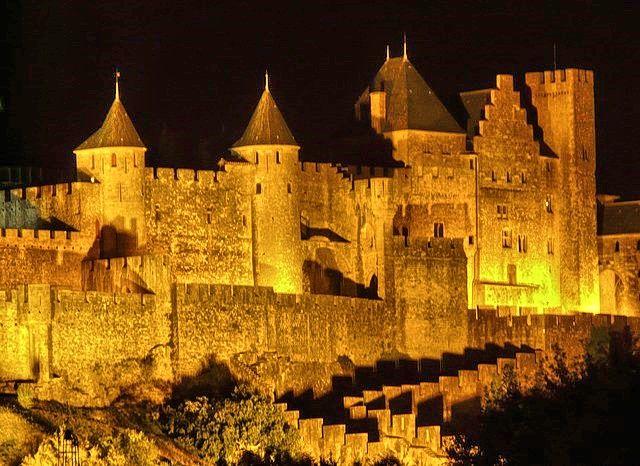 Carcassonne est la plus grande forteresse médiévale conservée en Europe, le 14 juillet dans la cité est un spectacle unique