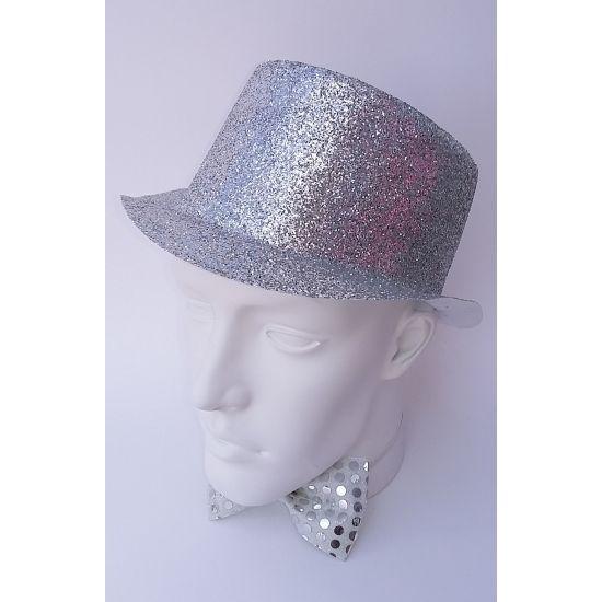 Hoge hoed met zilveren glitters. Glitterhoed in de kleur zilver. De zilveren glitter hoed is van plastic.