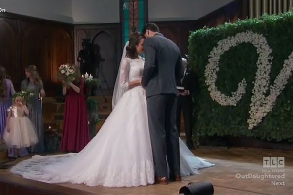 Fans got a real treat on the Nov. 15 episode of 'Jill & Jessa Counting On' when they got to see Jinger Duggar & Jeremy Vuolo's gorgeous wedding ceremony — including …