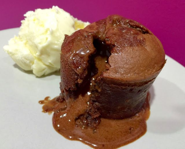 Dulce Muffin Coulant De Chocolate Con Helado De Vainilla Helado De Vainilla Chocolate Recetas De Comida