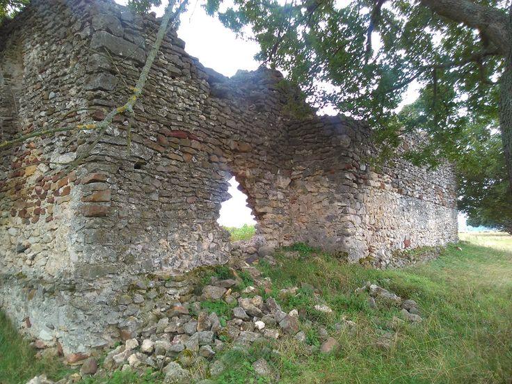 Sóstókáli templomrom (Köveskál közelében 1.1 km) http://www.turabazis.hu/latnivalok_ismerteto_722 #latnivalo #koveskal #turabazis #hungary #magyarorszag #travel #tura #turista #kirandulas