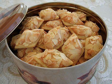 Chiara's Marzipanknusperplätzchen, ein sehr schönes Rezept aus der Kategorie Kekse & Plätzchen. Bewertungen: 149. Durchschnitt: Ø 4,5.
