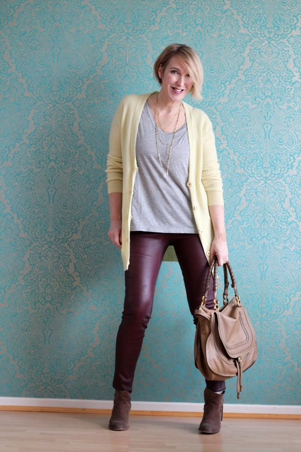 A fashion blog for women over 40 and mature women  Cardigan: Allude Shirt: other Stories Leather-Pants: Helmut Lang Booties: Sommerkind Bag: Chloé