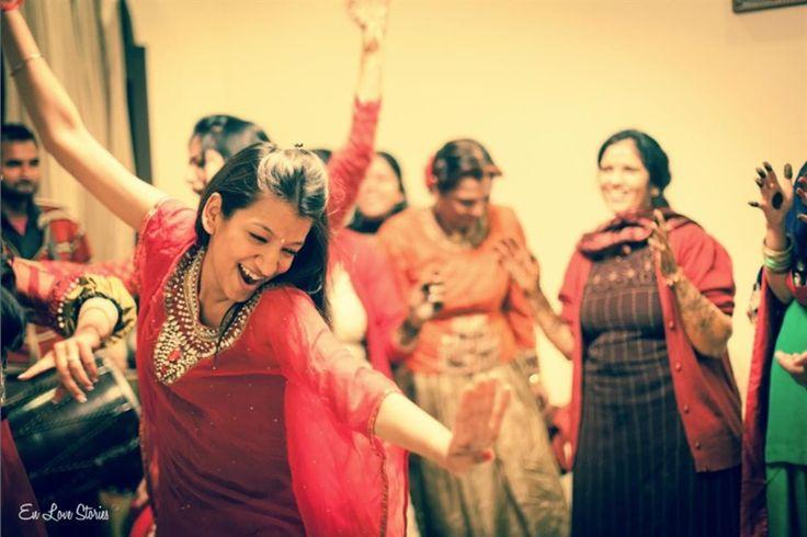 Hire Neha Pandey on: www.flatpebble.com #candid #weddingphotography #indianweddings #dance
