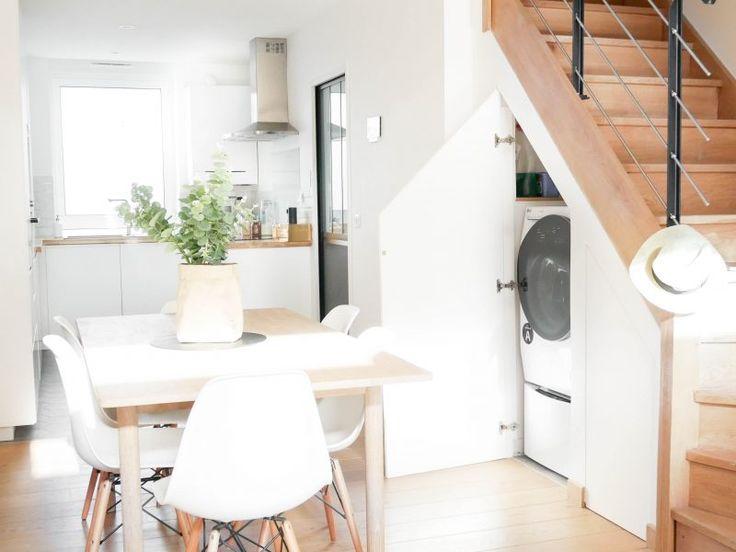 Placard sous l'escalier, buanderie, scandinave, blanc, Placard sous escalier, Rangement sous escalier, gain de place, minimaliste, épuré