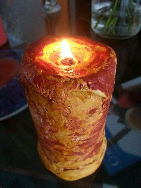 Lamparina feita com lata reciclada moldada com pavio afundado