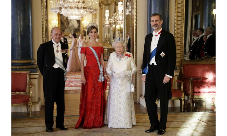 Queen Letizia stunned in red at the state banquet dinner held at Buckingham Palace.