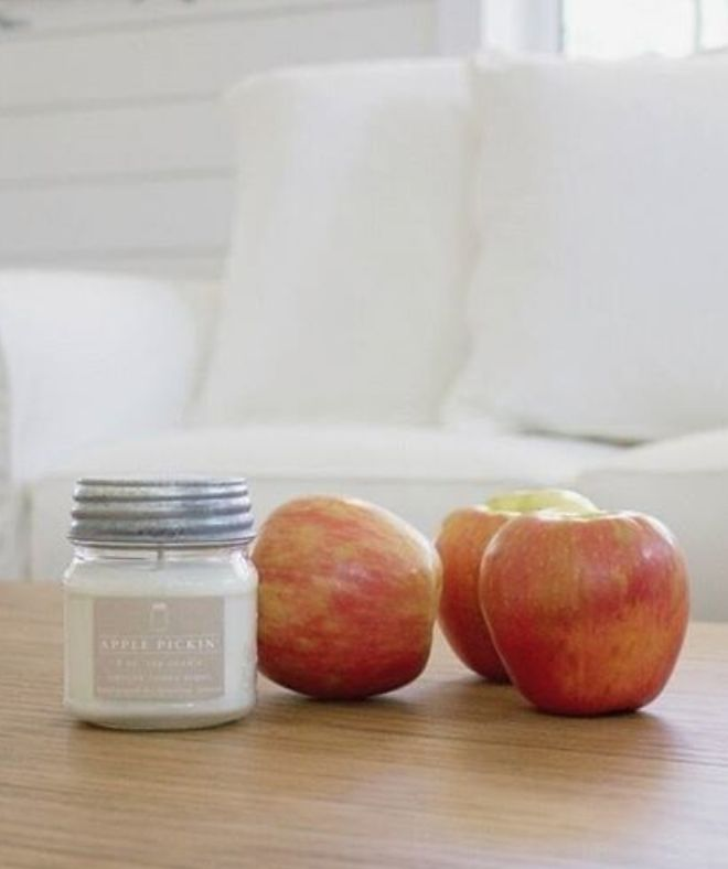 Vintage Farmhouse Home Decor - This Apple Pickin' scent so much like a fresh apple, my mouth waters every time I smell it! Fragrance: The sweet smell of freshly picked apples from the orchard. PC: Heather from The Southern Hydrangea