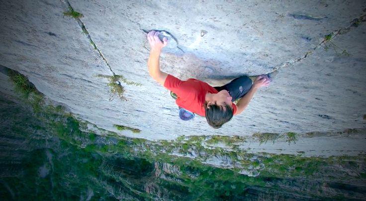 """Életveszélyes magasságokban mászik ez a fickó, csakhogy valamit """"elfelejtett"""" magával vinni! 3:01-nél kezdődik az igazán izgalmas rész! Ettől eldurran az agyad!"""