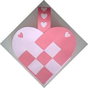 gevlochten mandje in hartvorm