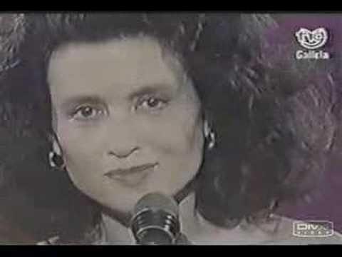 GIGLIOLA CINQUETTI - A LAS PUERTAS DEL CIELO- en español - YouTube