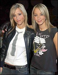 Nicole & Natalie Appleton (All Saints) - Arsenal  Fans