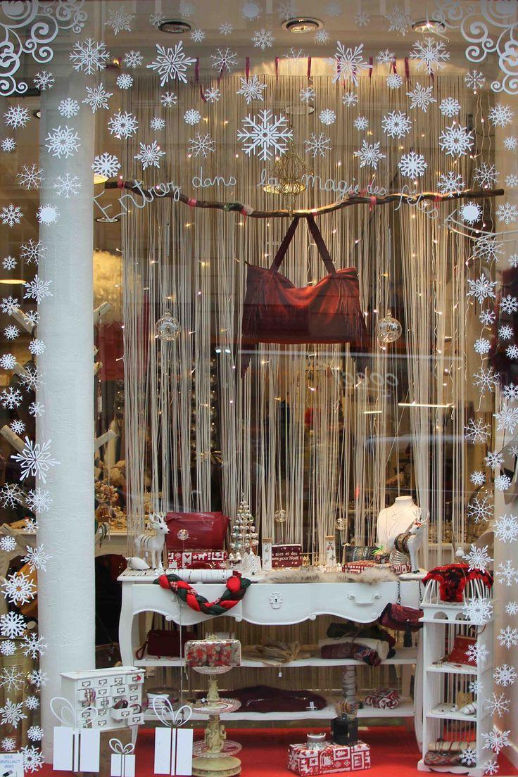 Vous cherchez désespérément le cadeau parfait pour vos copines, votre mère, votre tante..? Arrêtez vous chez Box bazar pour vos cadeaux de Noël! Il y en a pour tous les goûts, toutes les tendances, jeunes ou moins jeunes, riches ou moins riches... La boutique est ouverte les samedis de 10h30 à 19h et bonne nouvelle elle sera également ouverte les dimanches 7, 14 et 21 décembre de 14h à 19h rien que pour vous!  Alors heureuses?! :)