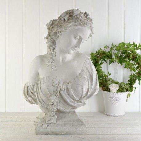 En ljuvlig antikplatinerad figurin i polystone. Vår största byst. Mycket dekorativ och med vackra detaljer.