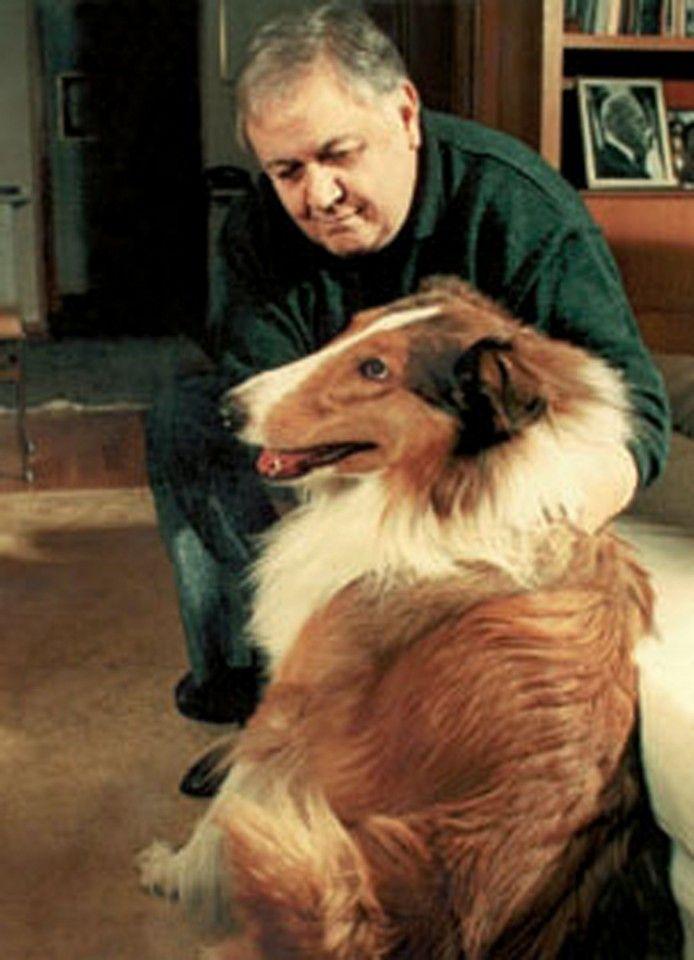 1990. Ο Μάνος Χατζιδάκις με τον σκύλο του τον Σείριο