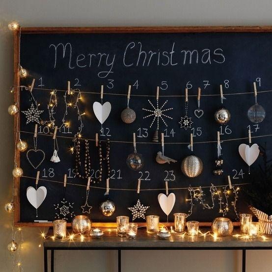 fabriquer-calendrier-Avent-tableau-noir-pinces-ornements-sapin-Noel calendrier de l'avent