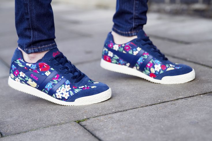 There's a new 3 Ways to Wear it on the blog! Click through to see how else I styled these #golaxcathkidston floral trainers
