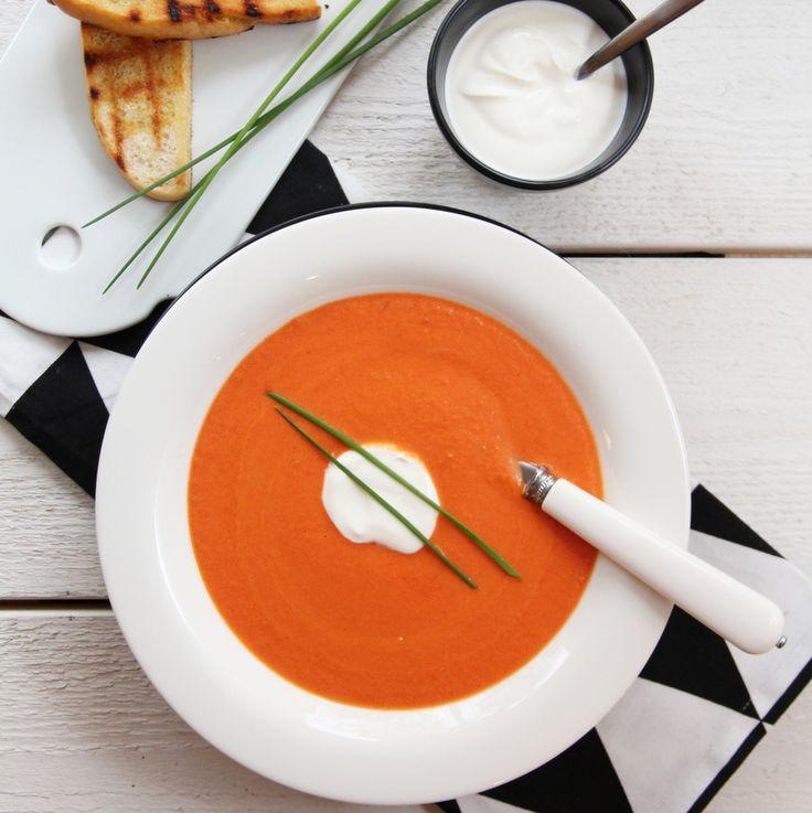Kremet tomat- og gulrotsuppe med chili og yoghurt