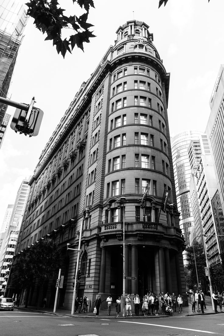 This is one of my favourite buildings in Sydney. Once home to Fairfax (1856-1955) and the Bank of New South Wales (1956-1997), now 5-star hotel. #sydney #architecture — at Radisson Blu Hotel Sydney.