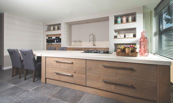 Houten-keuken-kopen-van-Long-Island-Kitchens-keukens-beach-look-keuken-bij-de-Keukenspecialist.nl-eetkeuken-keuken-impressies