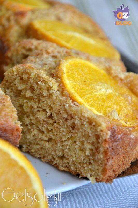 Cari lettori, oggi vi consiglio un dolce soffice e leggero senza burro, aromatizzato con polpa di arancia e polvere di cannella: la